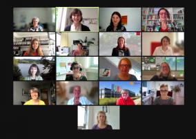 17 Frauen per Videokonferenz: Darunter drei Mitarbeiterinnen vom Frauennotruf und mehrere Gleichstellungsbeauftragte aus dem Hochschulbereich